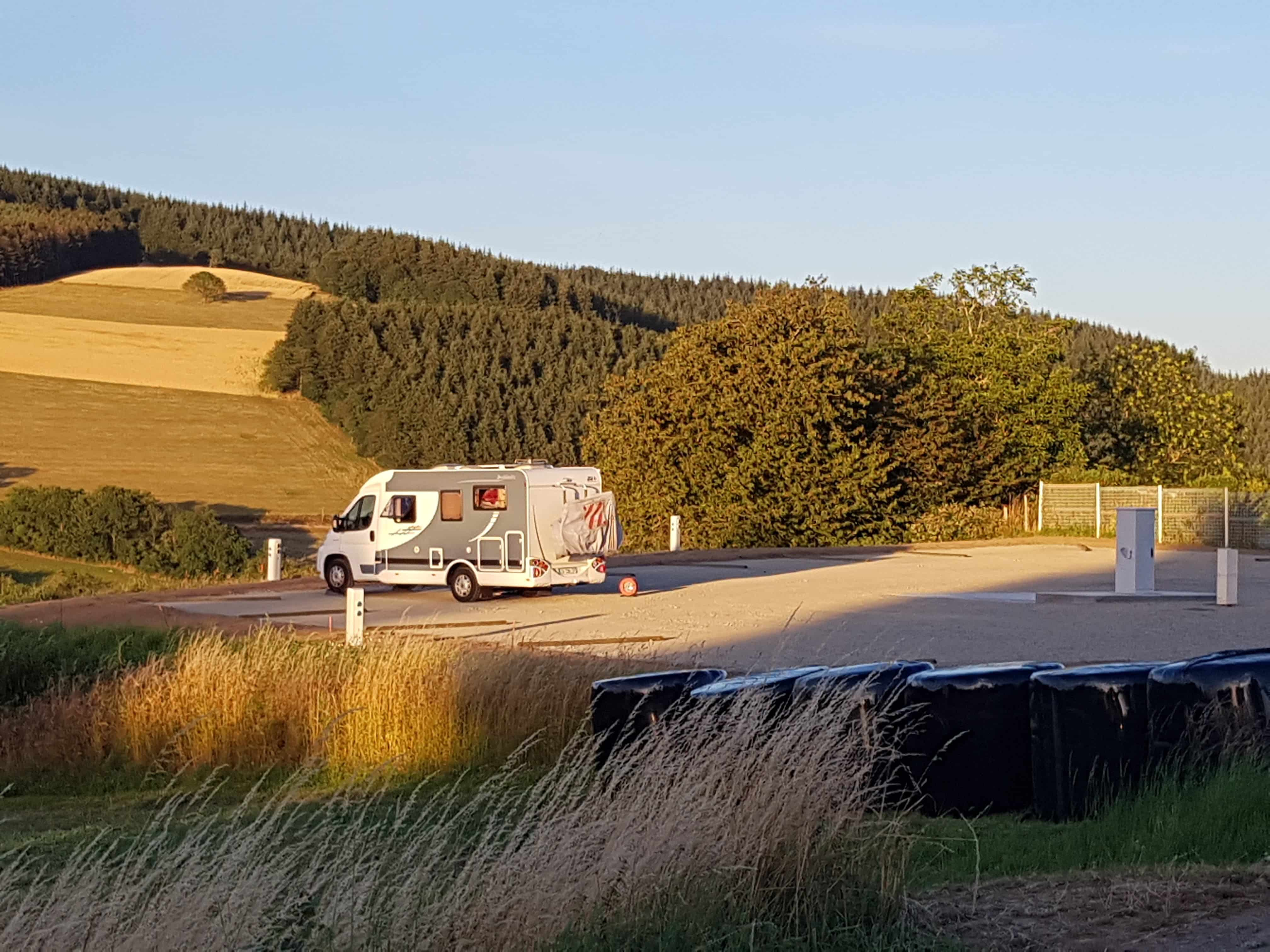 photo aire camping car compressee
