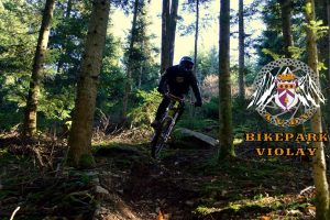 Violay-bikepark-nature-decouverte-velo-cross-loire-rhone-alpes-activite-sport-exterieur